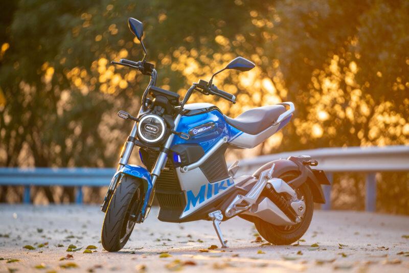 Motocykl elektryczny Miku Super Sunra
